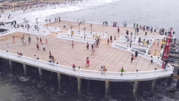Cầu cảng Hải Tiến, điểm check in hút giới trẻ trong mùa hè 2019.