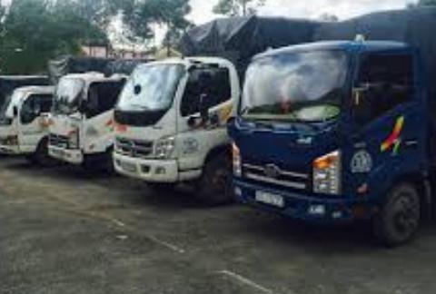 Xe tải chở hàng phú quốc tiên phong trên nẻo đường vận tải Kiên Giang.